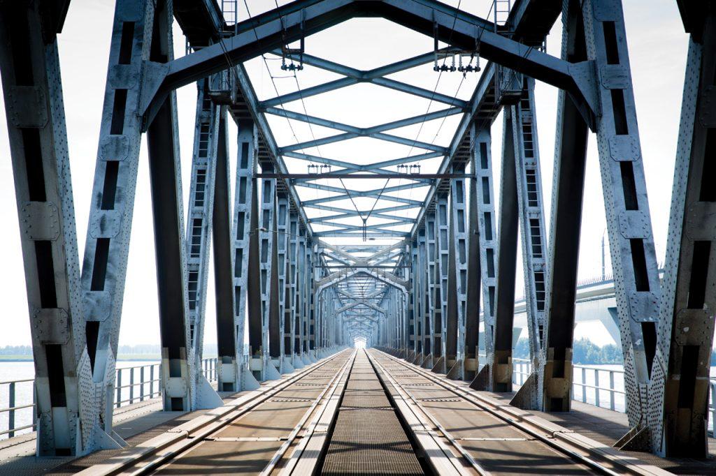 Spoedreparatie spoorstaaf Moerdijkbrug
